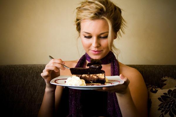 woman-eatin-cake-1